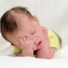 Что делать, когда ребенок хочет спать и сильно плачет?