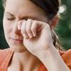 Дёргается веко левого глаза: причины и возможные заболевания. Что делать при гиперкинезе?