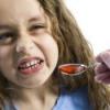 Как лечить кашель у детей народными средствами?