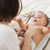 Как, сколько раз в день, как часто и долго обрабатывать пупок новорожденного? Чем лучше это делать?