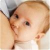Кормление грудью маленького ребенка