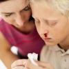 Кровь из носа: причины. Как оказать первую помощь при носовом кровотечении?