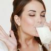 Можно ли пить кефир на ночь? Полезно ли это?