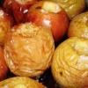 Печеные яблоки в духовке - ароматный и полезный десерт