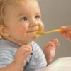 Переход ребенка к твердой пище