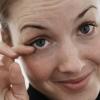 Почему дёргается нижнее веко левого и правого глаза - причины