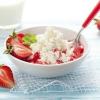 Сколько белка в твороге домашнем и обезжиренном? Чем полезен творог?