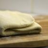 Слойки из слоеного теста. Рецепты с мясной, творожной, сырной и фруктовой начинкой