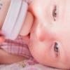 Со скольки месяцев ребенку можно давать белок