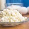 Творожное тесто для пирожков, пирога с яблоками и рогаликов: лучшие рецепты приготовления