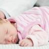 Желтые белки глаз у новорожденных и взрослых: причины и лечение